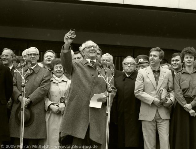 Honecker shows his volksphone